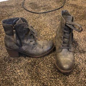 Low-heeled Roxy boots